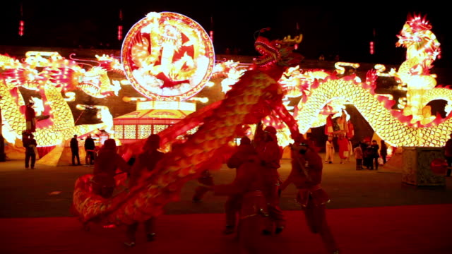 ms ts people performing dragon dance at city wall new year lantern festival  audio  / xi'an, shaanxi, china - chinese new year stock videos & royalty-free footage