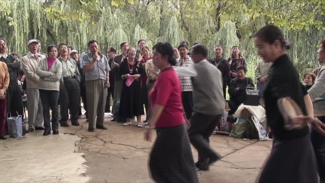 ms people performing traditional dance in park, kunming, china - människoarm bildbanksvideor och videomaterial från bakom kulisserna