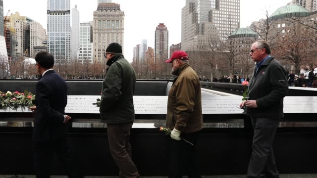 people place flowers on the names inscribed on the north reflecting pool of the national september 11 memorial for those killed in the february 26... - temporäre gedenkstätte stock-videos und b-roll-filmmaterial