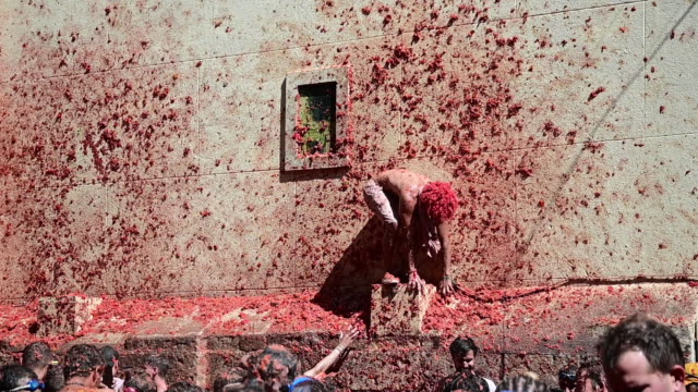 people play around a tomatoe fight during tomatina festival on august 28, 2019 in bunol, spain. the tomatina festival began in 1945 but was forbidden... - tomato stock videos & royalty-free footage