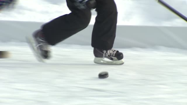 people playing ice hockey on january 03 2014 in chicago illinois - pattinaggio sul ghiaccio video stock e b–roll