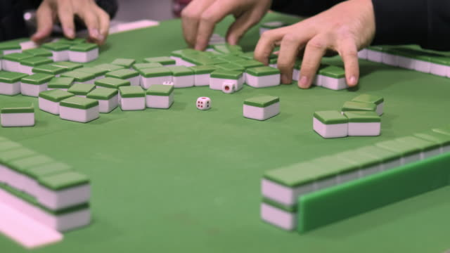 stockvideo's en b-roll-footage met cu people playing mahjong, taipei, taiwan - spelletjesavond