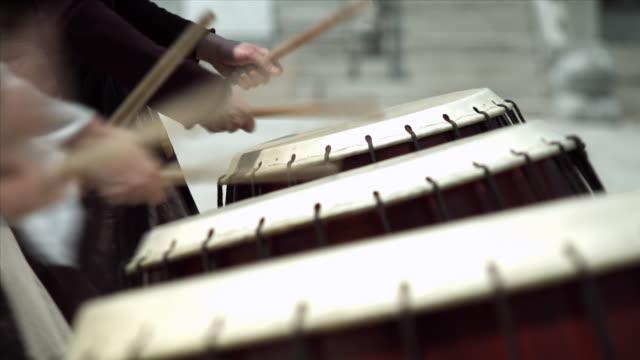 cu people playing traditional drum / seoul, south korea  - 韓国文化点の映像素材/bロール