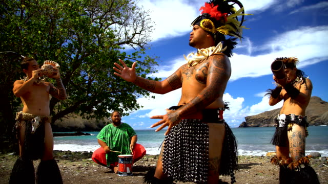 people playing traditional musical instruments nuku hiva marquesas - polinesiano video stock e b–roll