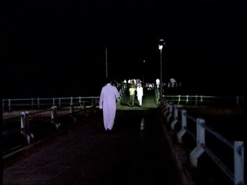 vídeos y material grabado en eventos de stock de people praying at mosque / workmen on building site / jeddah night scenes kebab meat cooking on spit zoom in to saudi man ordering food / men stood... - jeddah