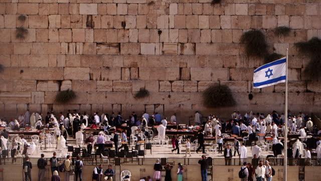 ws tu people praying at wailing wall / jerusalem, east jerusalem, israel - judaism stock videos & royalty-free footage