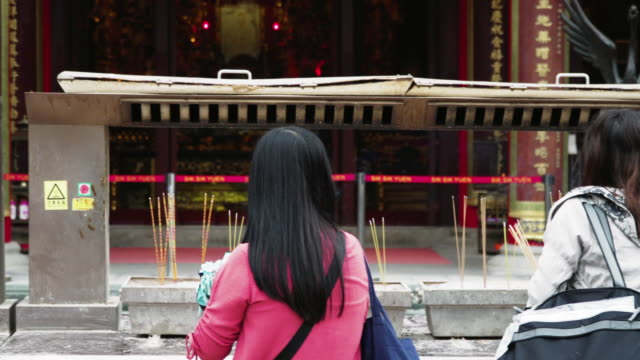 people praying in wong tai sin temple / hong kong - religion stock videos & royalty-free footage