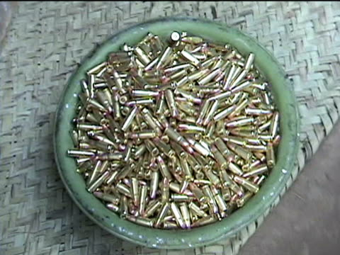 stockvideo's en b-roll-footage met people preparing newly produced bullets darrah district in tribal zone at afghan border federally administered tribal areas pakistan audio - vuurwapenwinkel