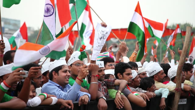 ms people protest against corruption in anna hazare's indefinite fast at ramlila ground audio / delhi, delhi, india - india flag stock videos & royalty-free footage