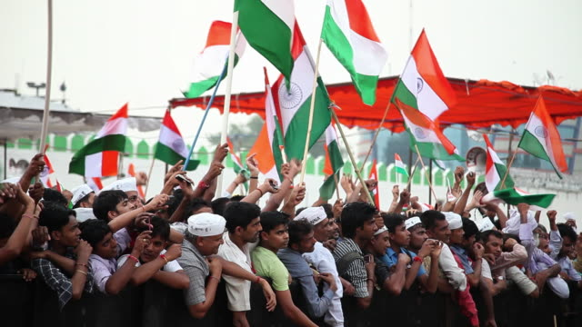 ms tu td people protest against corruption in anna hazare's indefinite fast at ramlila ground audio / delhi, delhi, india - indian flag stock videos & royalty-free footage
