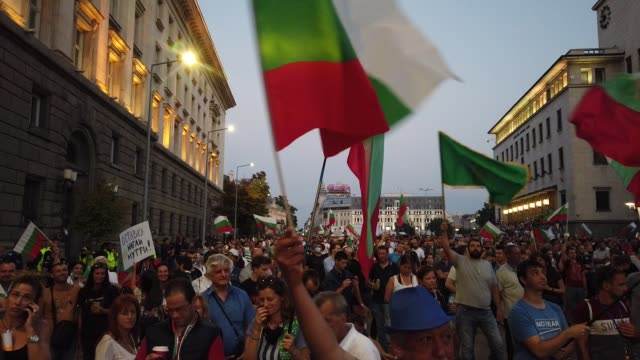 people protest against the current government, demanding the resignation of the cabinet, the resignation of the chief prosecutor ivan geshev and new... - 政治と行政点の映像素材/bロール