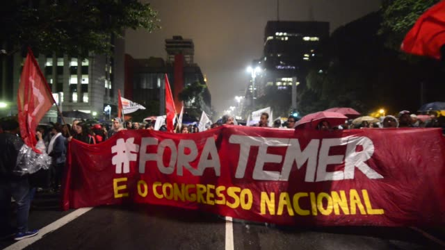 people protest against the president of brasil michael temer at the paulista avenue at sao paulo brazil on 18 may 2017 temer was recorded by one of... - protestor stock videos & royalty-free footage
