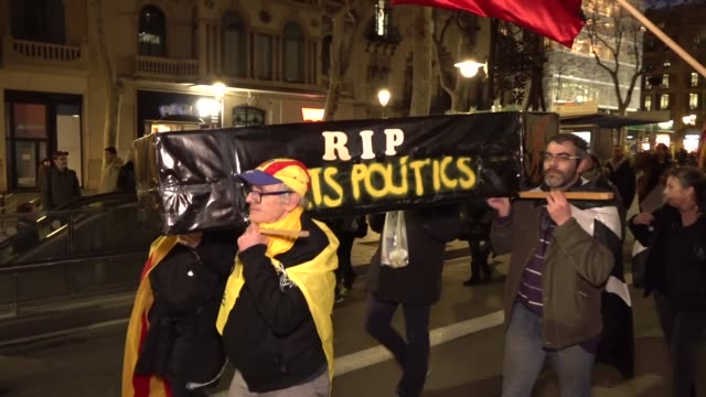people protest in barcelona spain on 12 february 2019 after the start of the socalled 'process' trial against 12 catalan proindependence politicians... - referendum stock videos and b-roll footage