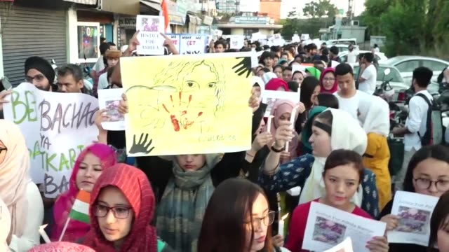 vídeos de stock e filmes b-roll de people protest in jammu after the brutal gang rape and murder of an eight year old girl which has triggered nationwide outrage inflamed communal... - inflamação