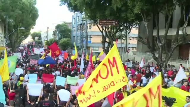 stockvideo's en b-roll-footage met people protest president jair bolsonaro's pension reform in rio de janeiro and in salvador as part of a nationwide strike called by brazil's trade... - vakbond
