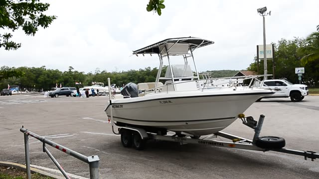 people pull out their boats getting ready for memorial day weekend from the haulover marine center on may 23, 2020 in miami, florida. boat ramp was... - jet boating stock videos & royalty-free footage