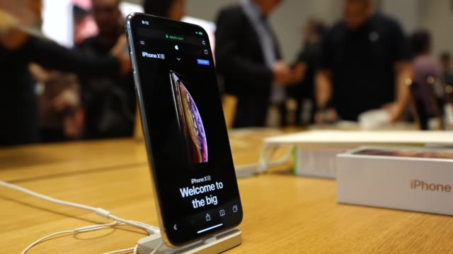 people purchase the new iphone xs and xs max at the apple store in midtown manhattan on september 21 2018 in new york city the two new phones which... - apple stock videos & royalty-free footage