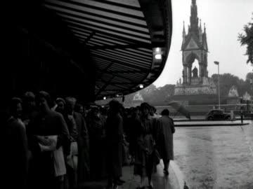 stockvideo's en b-roll-footage met people queue outside the royal albert hall. - royal albert hall
