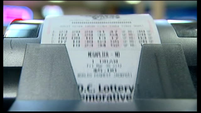 people queue to buy tickets for biggest lottery draw in history usa ext vox pops close shot mega millions lottery tickets being printed inside shop... - 最大点の映像素材/bロール