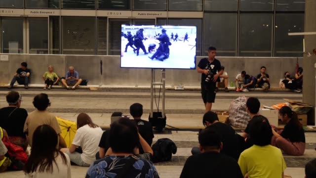 stockvideo's en b-roll-footage met people rally at the legislative council building in hong kong to share information about police violence - hong kong