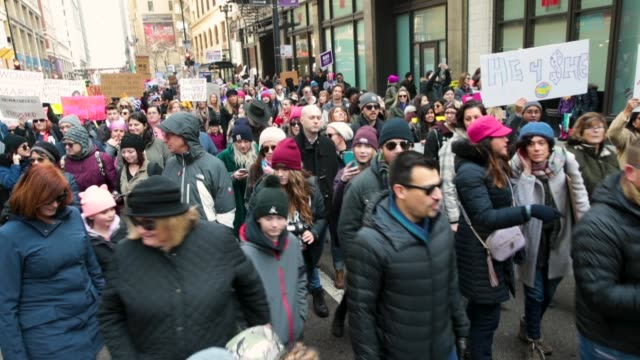 people rally downtown for the second annual women's march on january 20, 2018 in chicago, illinois. the march was held to encourage women to fight... - social justice concept bildbanksvideor och videomaterial från bakom kulisserna