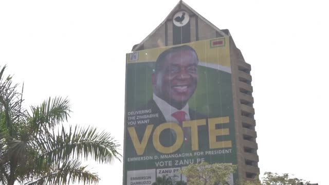 vídeos de stock, filmes e b-roll de people react after zimbabwe's president emmerson mnangagwa announced that national polls will be held on july 30 - política e governo