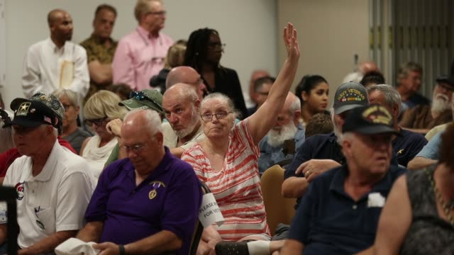 vidéos et rushes de people react as they listen as rep brian mast speaks during a town hall meeting at the havert l fenn center on february 24 2017 in fort pierce... - town hall