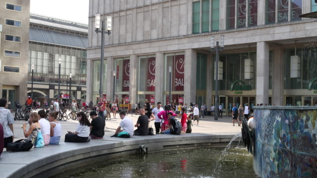 people relax at a fountain at alexanderplatz at temperatures above 30 degrees during the novel coronavirus pandemic on august 07 2020 in berlin - grooming product stock videos & royalty-free footage