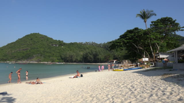 pan / people relax on sandy beach - gulf of thailand stock videos & royalty-free footage