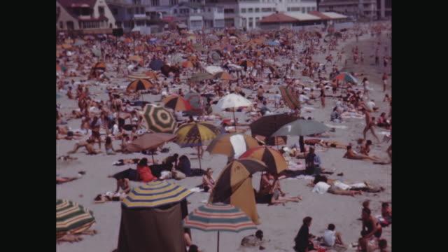 vidéos et rushes de ws people relaxing and enjoying on beach / avila beach, california, united states - parasol