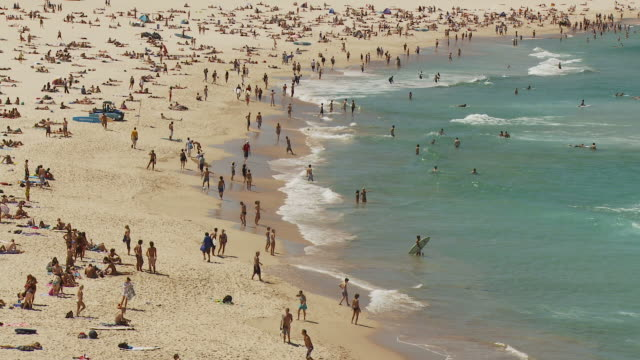 WS HA People relaxing at Bondi Beach / Sydney, New South Wales, Australia