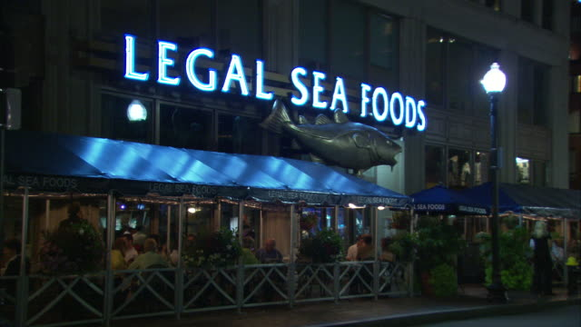 MS People relaxing at Legal Sea Foods, Long Wharf, Old Atlantic Avenue / Boston, Massachusetts, USA