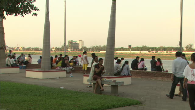 people relaxing in the square: long shot. - phnom penh stock videos and b-roll footage