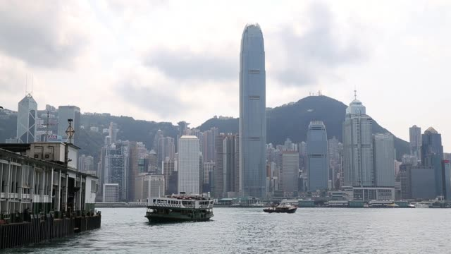 people ride on a star ferry on victoria harbour between hong kong island and the kowloon peninsula in hong kong on march 20, 2013 in hong kong, hong... - star ferry bildbanksvideor och videomaterial från bakom kulisserna