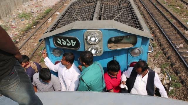 vídeos y material grabado en eventos de stock de people ride on train to attend 'biswa ijtema' the second largest religious gathering of muslims in the world in tongi town of dhaka bangladesh - alfombra de oración