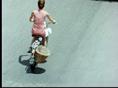 1966 MONTAGE People riding bicycles and motorbikes / Bermuda