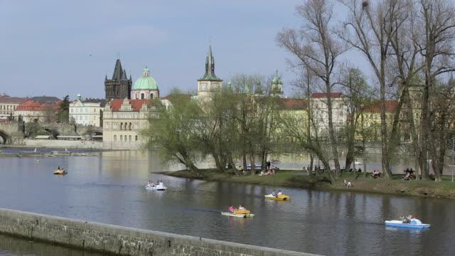 ws people riding paddle boats on river / prague, hlavni mesto praha, czech republic - tornspira bildbanksvideor och videomaterial från bakom kulisserna