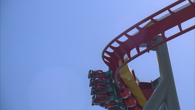slo mo la ms tu people riding silver bullet roller coaster at knott's berry farm / buena park, california, usa - unknown gender stock videos & royalty-free footage