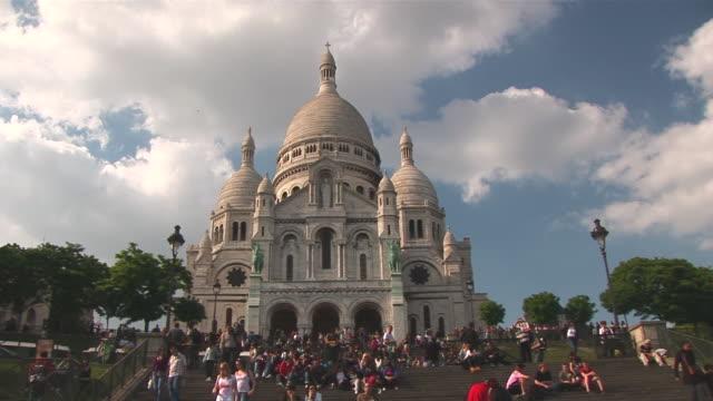 ms zi people roaming at sacrecoeur / paris, ile de france, france  - ile de france stock videos and b-roll footage