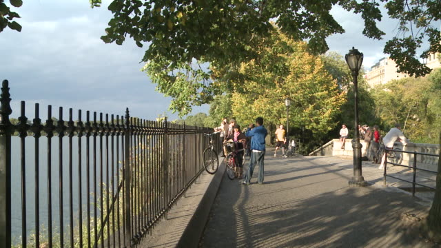 ms people running on path of jacqueline onassis lake reservoir in central park / new york, new york, united states - central park reservoir stock videos and b-roll footage