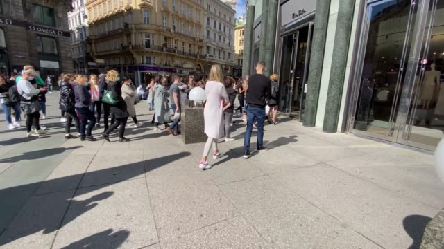 people rush into a clothing store opening for the first time since the government imposed restrictions to slow the spread of coronavirus on may 02... - vienna austria stock videos & royalty-free footage