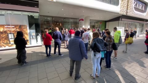 stockvideo's en b-roll-footage met people rush into a shopping centre opening for the first time since the government imposed restrictions to slow the spread of coronavirus on may 02,... - shopping centre