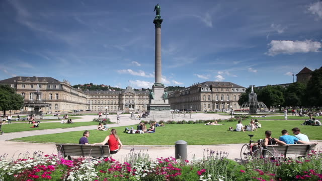 ws people setting and relaxing on schlossplatz square with neues schloss / stuttgart, baden-wì_rttemberg, germany - bench stock videos & royalty-free footage