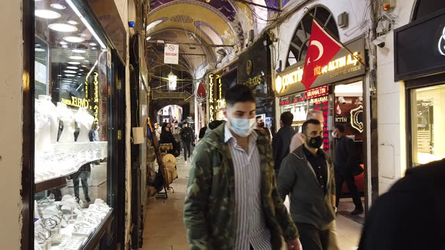 people shop at istanbul's famous grand bazaar on april 22 in istanbul, turkey. despite record numbers of infections, turkey continues to prepare for... - großer basar stock-videos und b-roll-filmmaterial