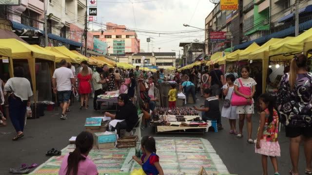 クラビ通り市場で人々 の店 - クラビ県点の映像素材/bロール