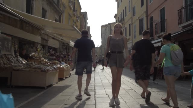 people shopping and walking narrow streets, venice, unesco world heritage site, veneto, italy, europe - narrow stock videos & royalty-free footage