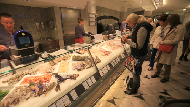 vídeos de stock, filmes e b-roll de people shopping at kadewe food department store-seafood delicacies from all over the world - market retail space