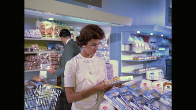 ms people shopping at supermarket / united states - 1960 stock-videos und b-roll-filmmaterial