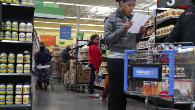 stockvideo's en b-roll-footage met people shopping for groceries in walmart walmart grocery shoppers on november 14 2012 in alexandria virginia - wal mart