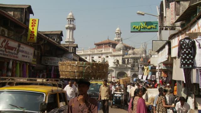 WS People shopping in Crawford Market / Mumbai, India